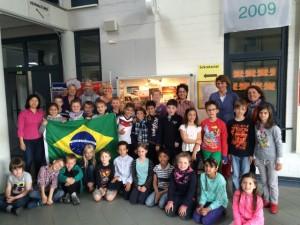 Schulbesuch aus Brasilien im Mai 2015 - Gruppenbild (640x480) zensiert