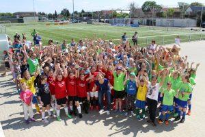 Mädchen-Fußball-Turnier in WOB 2016 - Gruppenfoto (640x427)